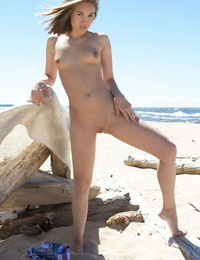 Slim solo woman Selena B showcases her yummy twat and nice ass at the beach
