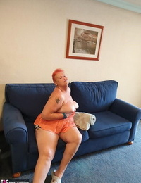 Old SSBBW Val Gasmic dyes her hair crimson before uncovering herself on the beach