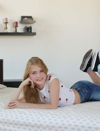 Sweet teen Hannah Hays ends a POV pound on her bed with a creampie beaver