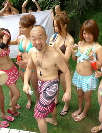 Japanese girls in bathing suits have their pussies fingerblasted by their dude friends