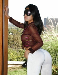 Blindfolded asian fuckslut Cindy Starfall disrobing off her clothes