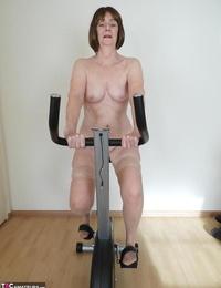 Molten granny Kat Kitty masturbates after railing exercise bike in sunburn stockings