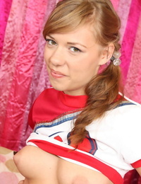 Teenage cheerleader Nicole Ray with a tongues face spreads her twat