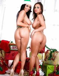 Christmas lezzies Abigail Mac and Romi Rain are posing naked