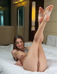 European solo lady Vanda B proudly showing off the sweetie of the female shape