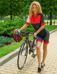 Innate redhead Ingrid admires her ideal ass in mirror after biking