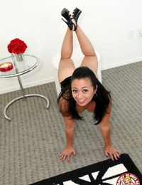 Sexy Filipina MILF Lucky Starr grasps a big shaft in POV and blows it