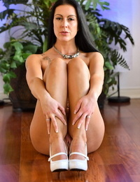 German brunette Texas Patti with sizable hooters preps for naked rubdown