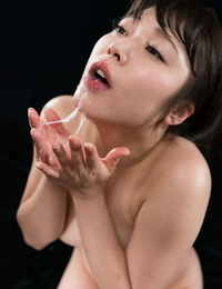 Japanese woman spits spunk into her hand after a blowbang on her knees