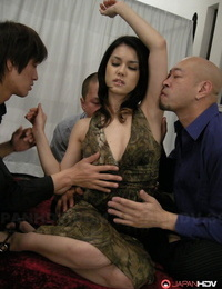 Japanese chick Maria Ozawa has her beaver pleasured by many studs at once