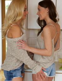 Erotic blonde & cockblowers lesbos enjoy voluptuous vagina licking for breakfast