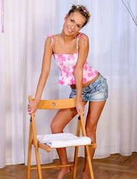 Light-haired charmer peels off and stretches pinkish pictures - part 709
