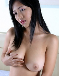 Amateur asian chick gets nude in bed - part 41
