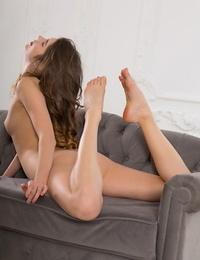 Luna pica bare in erotic cozy sofa - part 554