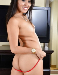 Awesome tanned Asian Angelina Chung strokes her tight muff on cam