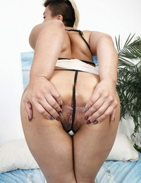 Plump alt model stretches her wooly pussy open before slipping a finger inside