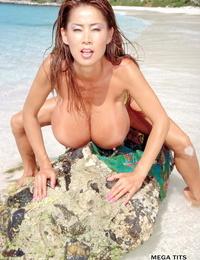South Korean solo model Minka reveals her monster boobs at the beach