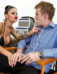 Juggy latina fuckslut with pierced love button eats and fucks a huge prick