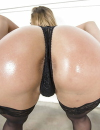 Blond woman Sheena Shaw is showing her taut ballsack in tights