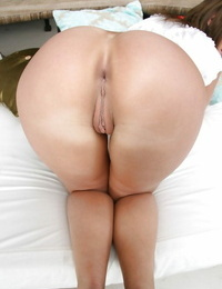 Curvy MILF with lengthy gams Linda Ray undressing and unveiling her pussy
