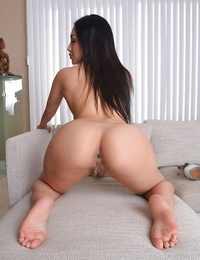 Asian solo chick Vicki Haunt gliding subjugation aside and uncovering clitoris