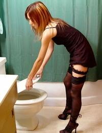 Semen thai girl in stockings performs non naked cumswap and posing gig