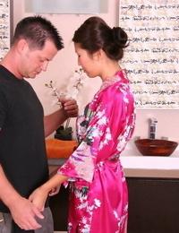 Asian honey Beti Hana takes frothy tub with splendid gentleman