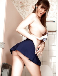 Teenage honey Holly Michaels pulls up her skirt and peels off in the tub