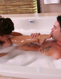 Moist Asian stunner Jackie Lin vibrates and deep-throats hard-on in the tub