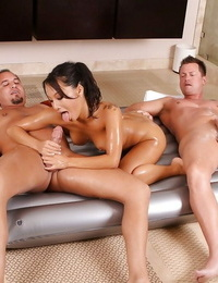 Courageous Asian witch Asa Akira works with 2 guys at one time