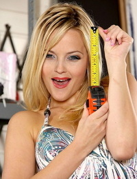 Sexy Alexis Texas can seduce any dude and this time she does it in local stock