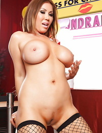 Lusty asian girl Kianna Dior unveiling her gorgeous curves