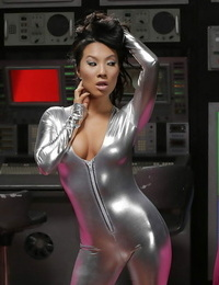 Well-known an anal goddess Asa Akira feeds her finger to tight nut sack