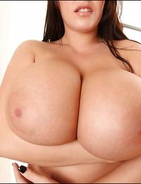 Dickblowers pornstar Leanne Crow displays her pornstar nuts in close up