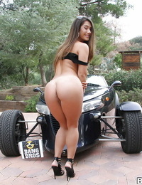 Big booty stunner Eva Lovia showcase off her sexy ass and S/M pussy outdoors