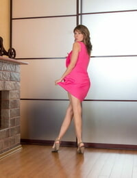MILF Loredana removes pinkish sundress and lingerie before to spread pubic hair wide open