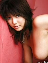 Foxy asian babe Azumi Harusaki unveiling her delicious bosoms