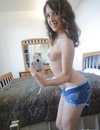 Teenager coed babe Jaslene Jade stretching her gams and showcases her pussy