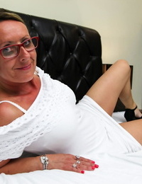 Nerdy mature secretary hikes her white sundress up and gets fucked on a sofa