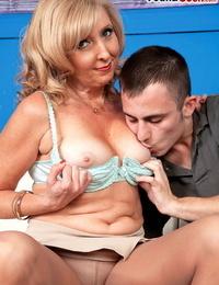 Sexy mature lady Jasmine Fields invites a junior man to screw her butt