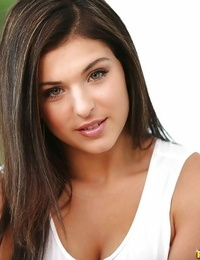 Leah Gotti likes to posture bare and spread her pussy and ass
