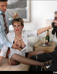 Lewd mature fetish lady in rosebutt has some kinky joy with 2 guys