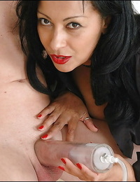 Mature fetish shrieking have some fun pumping a engorged dick