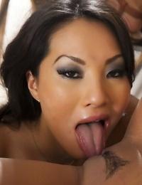 Asian Mummy lezzies Kaylani Lei and Asa Akira eat and finger pussy