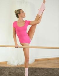 Teen ballerina Vinna Reed has her dance instructor gobble and fuck her taut twat
