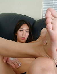 Petite Asian inexperienced Starlingz pulling puss lips gaping