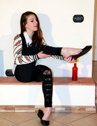 Hot deep-throaters Bianca fully clad flaunting her fantastic naked soles