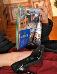 Long legged brown-haired in high high-heeled shoes Caroline giving a decent footjob