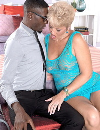 Mature chick Tracy Licks deep-throats off a ebony cock after having hook-up