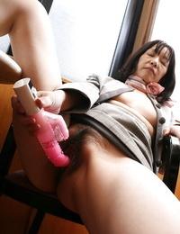 Jiggly asian granny Makiko Nakane playing her unshaven vagina